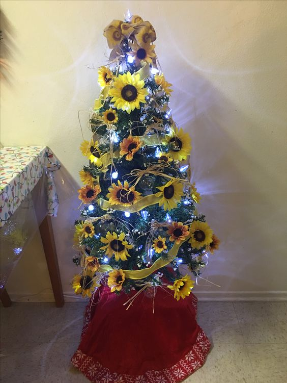 55+ Floral Christmas tree décor ideas which are playful ...